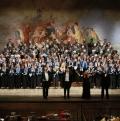 Coro e solisti ringraziano il pubblico al Teatro Verdi